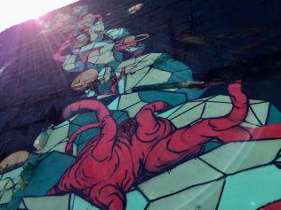 Aspecto del mural pintado por los artistas provenientes de la isla de Reunión, Francia. Está en la carrera 50 con calle 45, al pie de la Murillo.